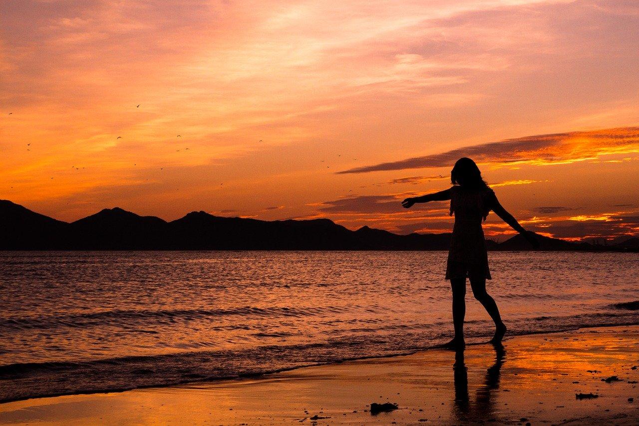 Lady walking towards the beach